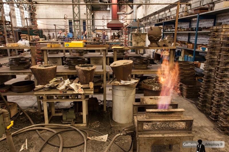 fonderie arts et métiers - De même, les louches servant à transporter l'aluminium du creuset au moule doivent être chauffées et poteyées.