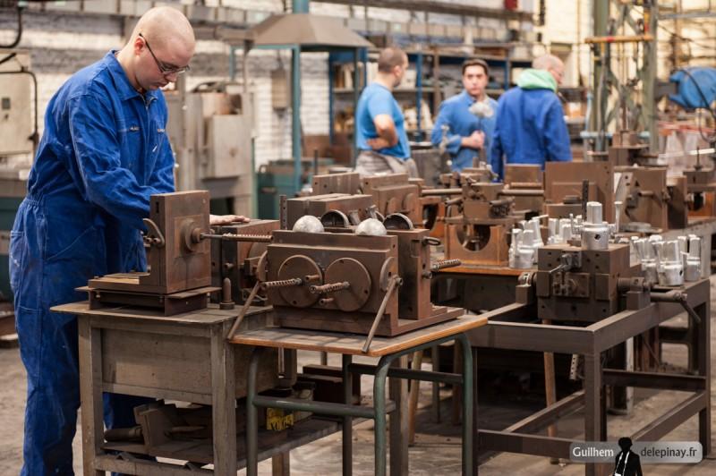 fonderie arts et métiers - Les moules des cendriers des années précédentes, très nombreux, sont toujours dans l'atelier de fonderie. Si nécessaire, il est toujours possible de prendre quelques pièces dessus !