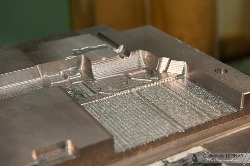La pièce sera fabriquée en fonderie, mais il faut d'abord usiner le moule, qui se compose de plusieurs parties.