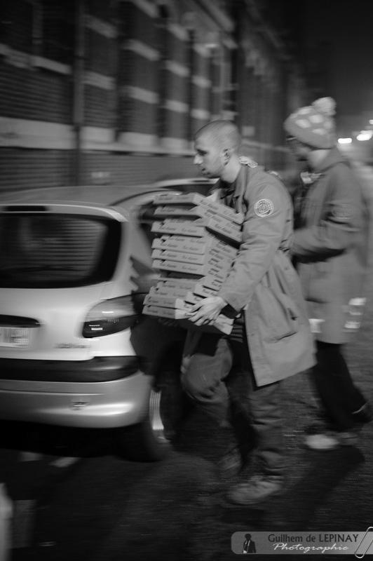 La réponse ne se fait pas attendre : livraison de pizzas pour tout le monde !