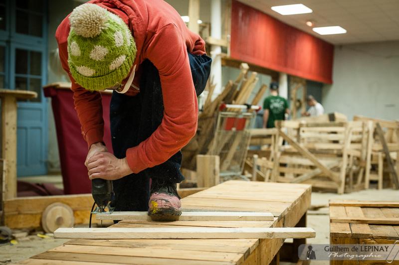 Certains d'amusent à couper du bois
